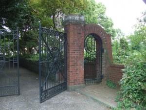 旧モーガン邸 門